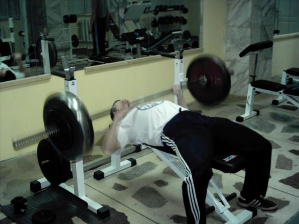 Проходка в жиме лёжа 22 декабря 2007 года. Мне 23 года. На штанге 110 кг.