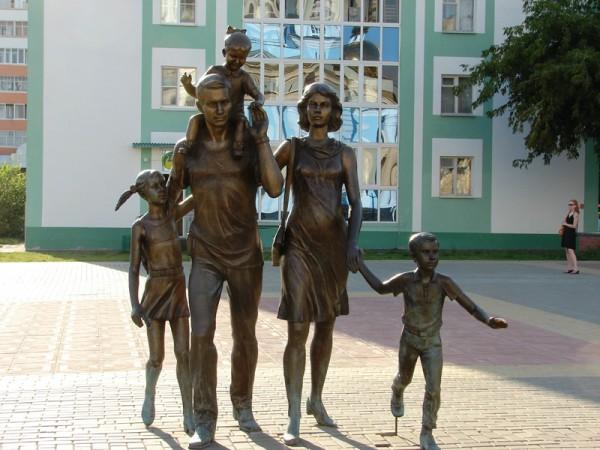 Саранск Памятник семье, как наладить семейные отношения