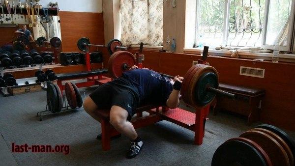 Дмитрий Головинский жим лёжа 200 кг