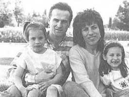 Стюарт МакРоберт с семьёй