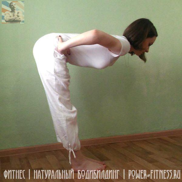 Упражнения на растяжку - наклон корпуса вперёд